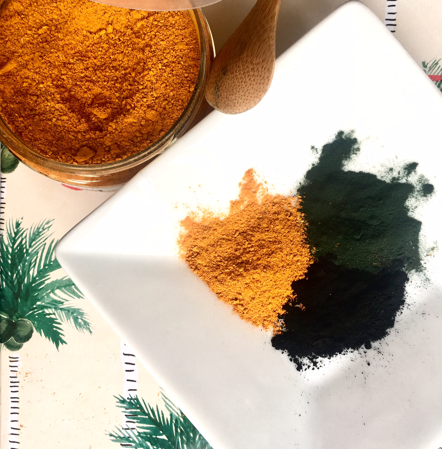 curcuma en cosmétique : masque peau grasse à imperfections au curcuma, spiruline et charbon végétal