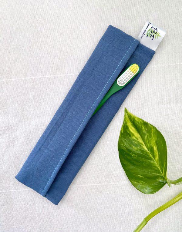 Pochette brosse à dents bleu clair
