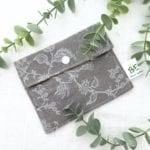 pochette savon imperméable grise
