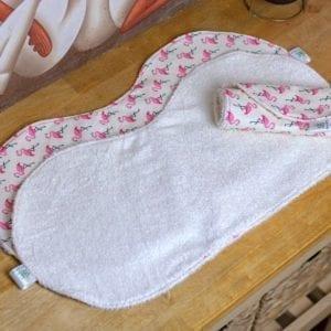 Bavoir d'épaule anti bavouille, protège-épaule des rejets de bébé Flamand Rose